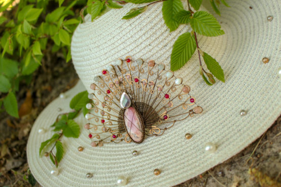broche paon rose mariage