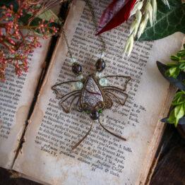 Hyménoptère collier papillon