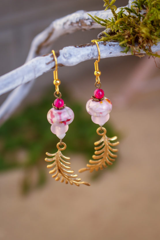 Boucles feuillage roses
