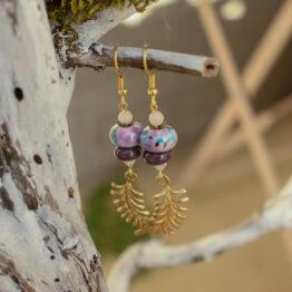 boucles d'oreilles feuilles de fougères violettes