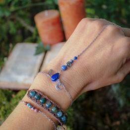 bijou de main en lapis lazuli