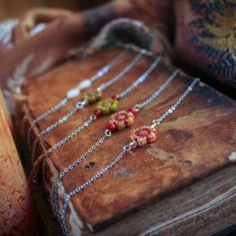 bracelet fleur pierres fines